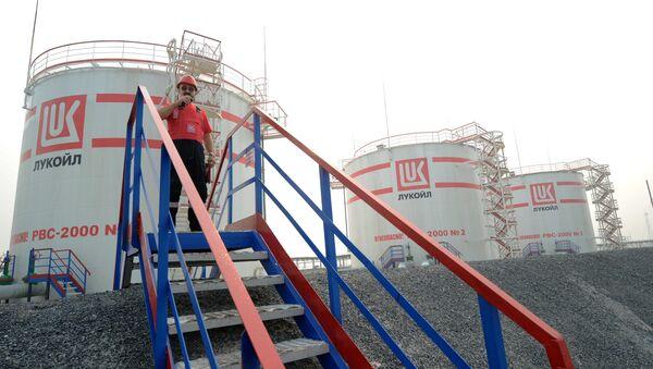Добыча нефти в городах Ханты-Мансийского автономного округа - Sputnik Латвия
