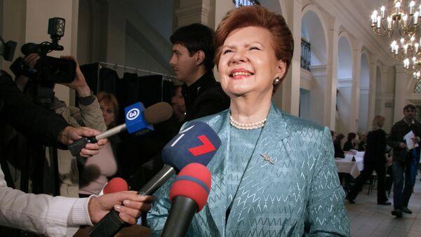 Вайра Вике-Фрейберга на избирательном участке по выборам в Европарламент и местные органы власти Латвии - Sputnik Латвия