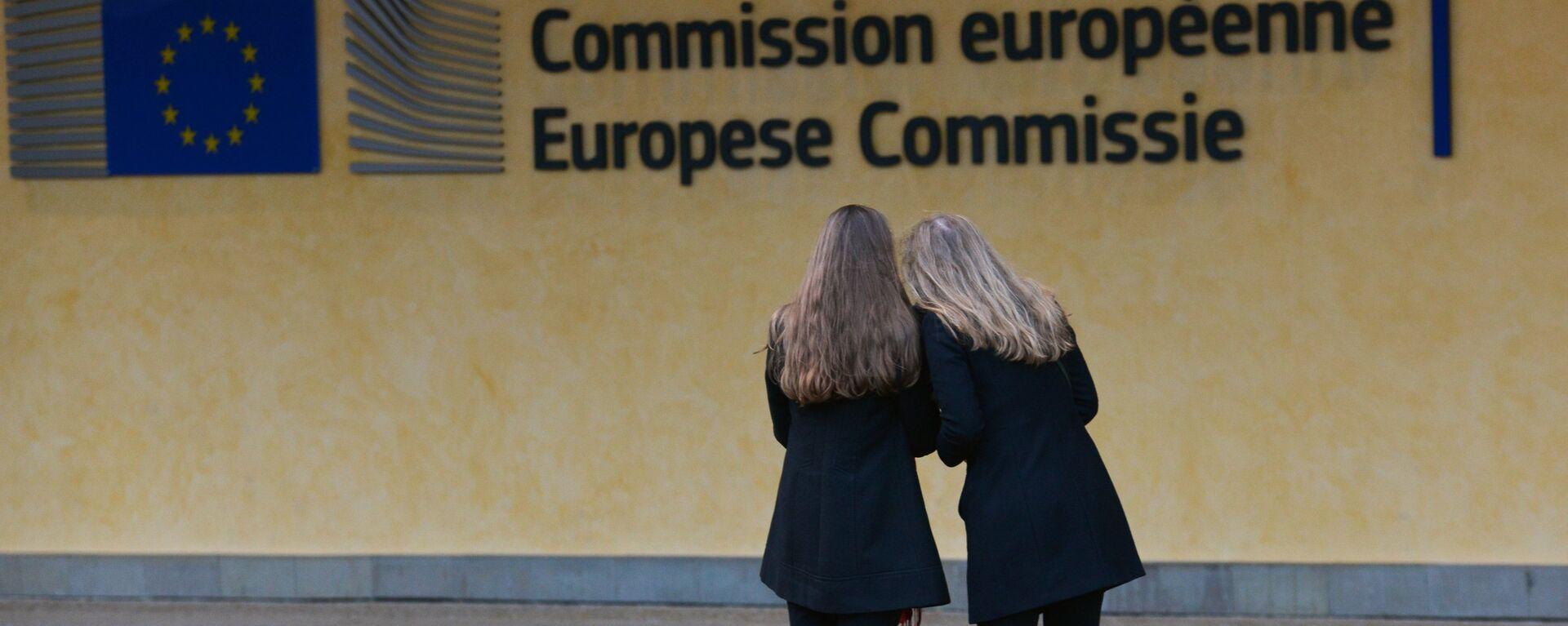 Логотип Евросоюза на здании штаб-квартиры Европейской комиссии в Брюсселе - Sputnik Латвия, 1920, 22.06.2021