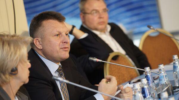 Айнарс Шлесерс выступает на Балтийском форуме - Sputnik Латвия