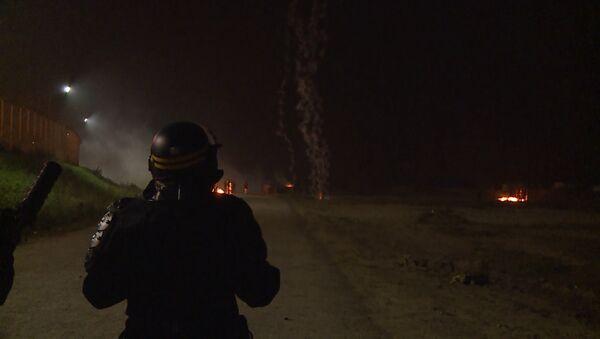 Policijas un migrantu sadursmes Kalē - Sputnik Latvija