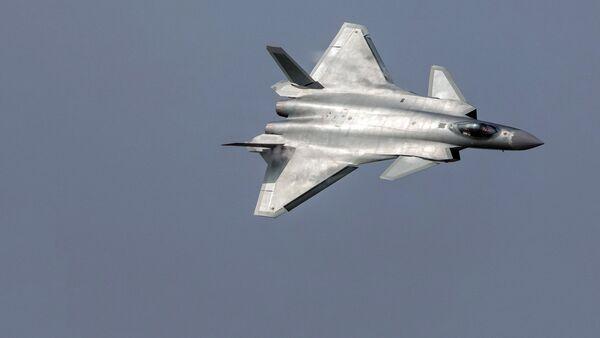 Ķīnas piektās paaudzes iznīcinātājs Chengdu J-20. Foto no arhīva - Sputnik Latvija