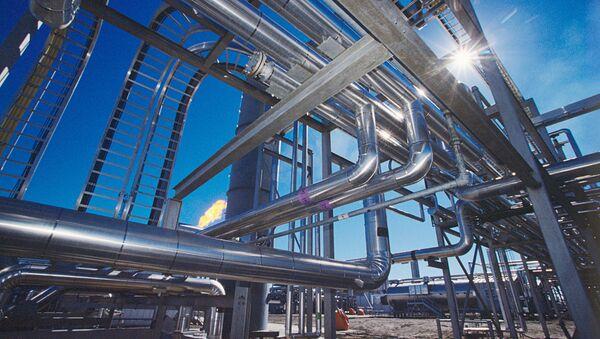 Завод по очистке газа на Усинском нефтяном месторождении - Sputnik Латвия