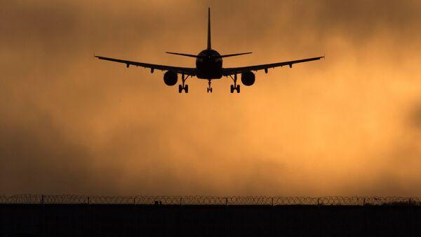 Самолет идет на посадку - Sputnik Латвия