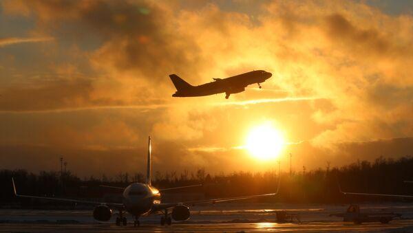 Взлетающий самолет - Sputnik Latvija