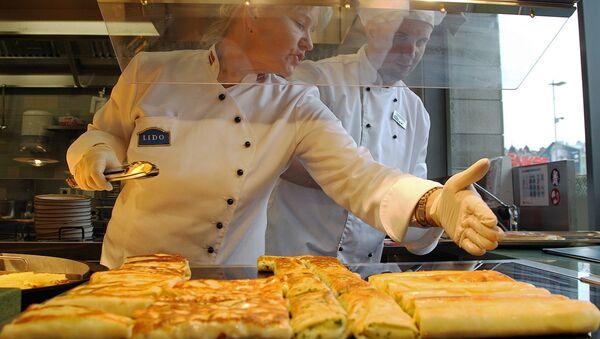 Повара ресторана Лидо в торговом комплексе Ориго - Sputnik Латвия