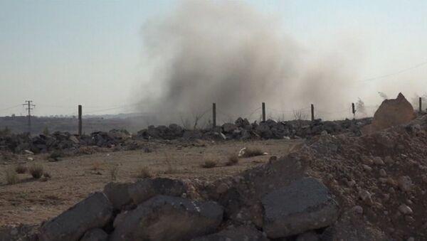 Звуки стрельбы и столб дыма – гумкоридор в Алеппо после обстрела боевиками - Sputnik Латвия