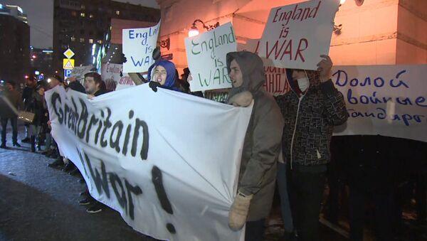 Англия - это война – митинг у посольства Великобритании прошел в Москве - Sputnik Латвия