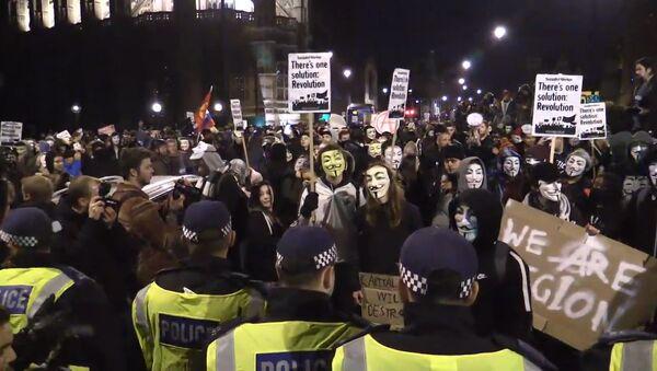 Hakeru kustības Anonymous piekritēji maršē pa Londonas centru - Sputnik Latvija