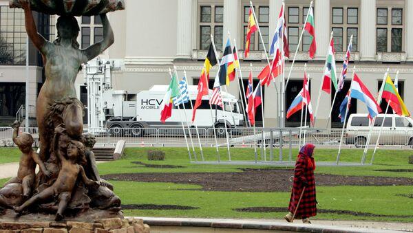 Флаги стран НАТО у здания Национальной оперы в Риге - Sputnik Латвия