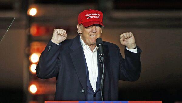 Кандидат в президенты США от Республиканской партии Дональд Трамп - Sputnik Латвия