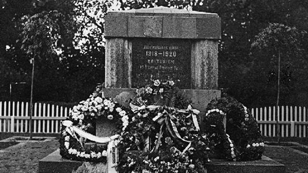 Памятник солдатам 10-го Айзпутского пехотного полка Земгальской дивизии  в Даугавпилсской крепости - Sputnik Латвия