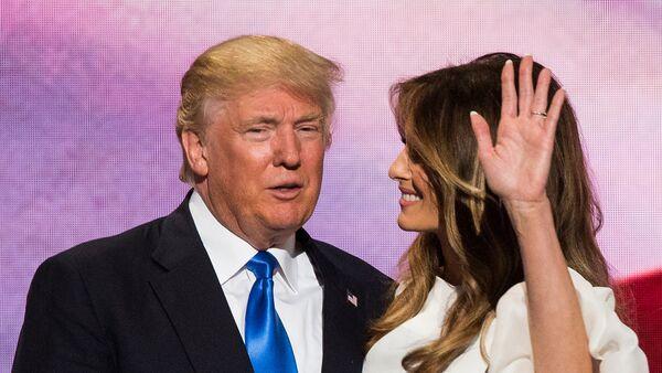 Дональд Трамп с супругой Меланией - Sputnik Латвия