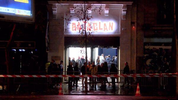 Батаклан в годовщину теракта: очереди на концерт и полицейские у входа - Sputnik Латвия