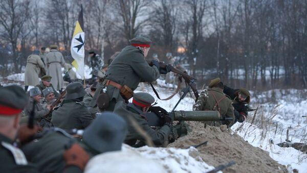 Энтузиасты встретили День Лачплесиса битвой на Закюсале - Sputnik Латвия