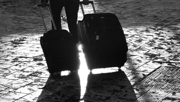 С чемоданами - Sputnik Латвия