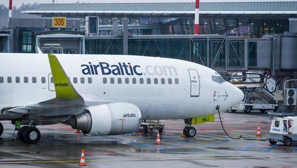 Самолет аirBaltic у Северного терминала аэропорта Риги - Sputnik Латвия