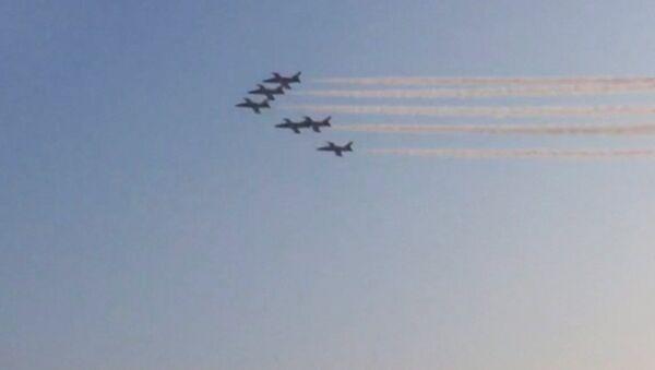 Российские истребители рисуют сердца в иранском небе - Sputnik Латвия