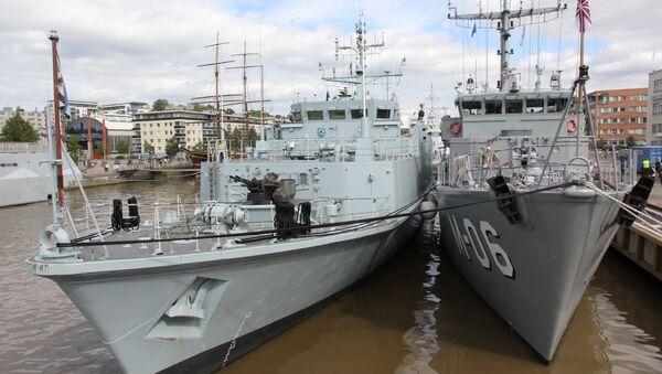 Минный тральщик Sakala (слева) - Sputnik Латвия