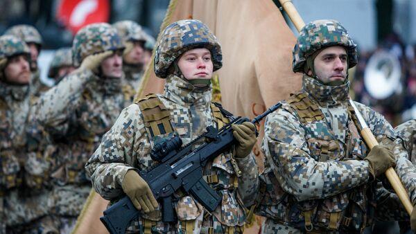 Karavīri militārajā parādē. Foto no arhīva - Sputnik Latvija