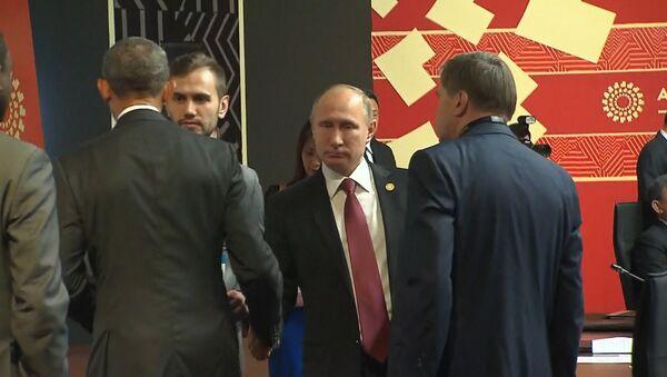 Путин и Обама провели короткую беседу на саммите АТЭС в Перу - Sputnik Latvija