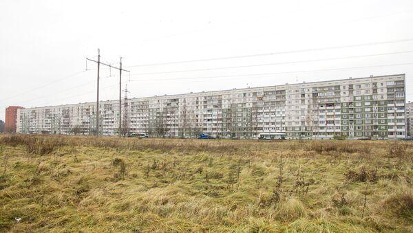 Самый длинный жилой дом в Риге, в народе Большая Китайская стена, 11 подъездов, 396 квартир - Sputnik Латвия