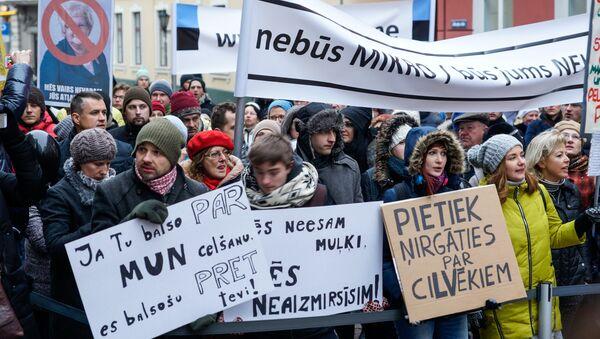 Пикет малых предпринимателей против отмены налога с микропредприятий - Sputnik Latvija