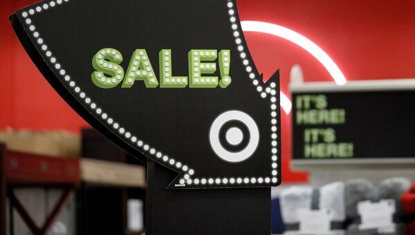 Указатель на распродаже во время Черной пятницы в Чикаго, США - Sputnik Latvija
