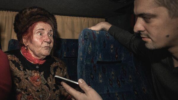 Вера Ивановна читает собственные стихи - Sputnik Латвия