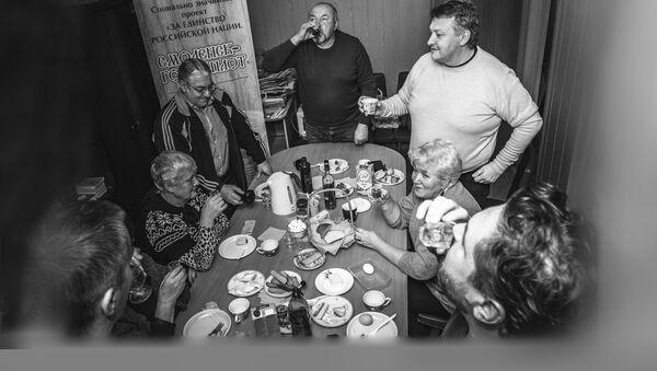 Застолье в Смоленске - Sputnik Latvija