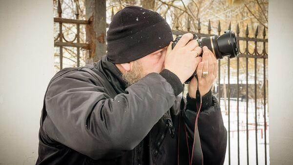 Робертс Вицупс фотографирует - Sputnik Latvija
