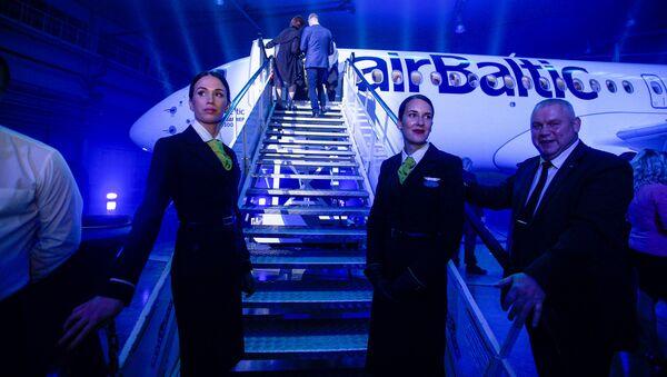 Презентация нового самолёта Bombardier CS300 авиакомпании airBaltic - Sputnik Латвия