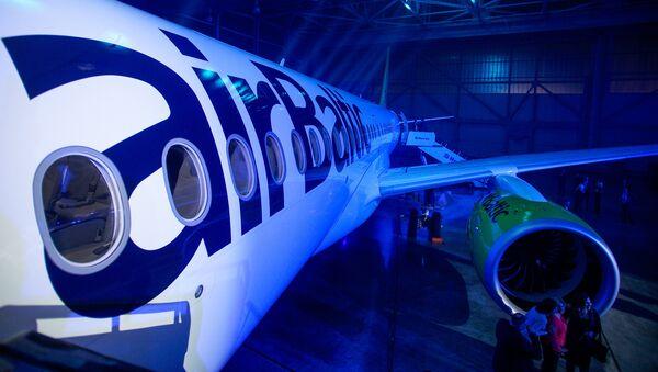 Презентация нового самолета Bombardier CS300 авиакомпании airBaltic - Sputnik Латвия