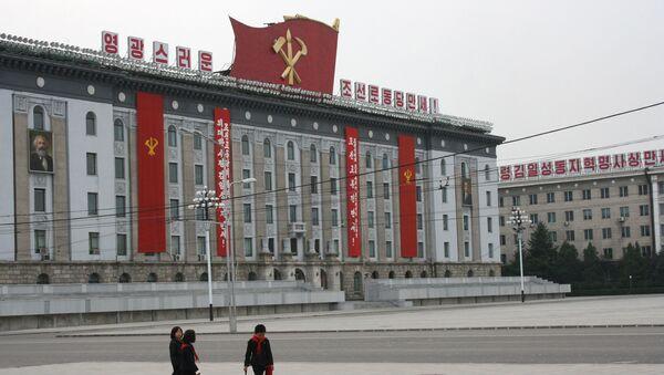 Центральная площадь имени основателя КНДР Ким Ир Сена в Пхеньяне - Sputnik Latvija