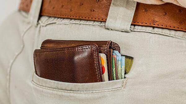 Портмоне с кредитными картами в кармане - Sputnik Латвия
