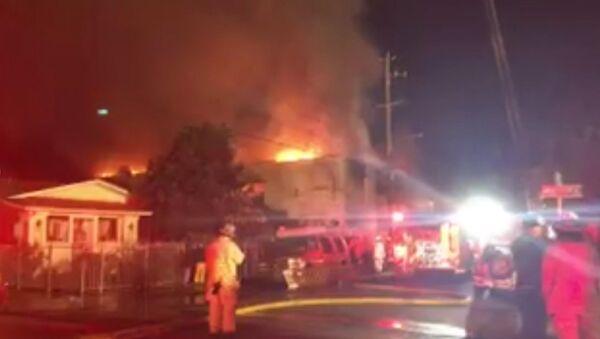 Крупный пожар в ночном клубе Окленда. Кадры с места происшествия - Sputnik Латвия