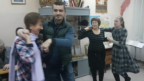 Народные латышские танцы в Омске - Sputnik Латвия