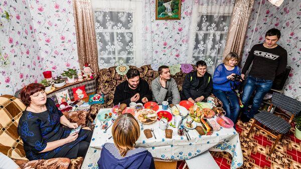 Радушный приём в латышском доме деревни Бычки - Sputnik Латвия
