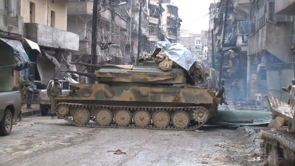 Атака танков и стрельба в боевиков – активные военные действия в Алеппо - Sputnik Латвия