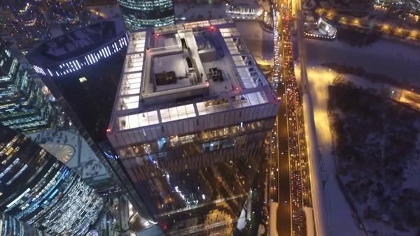 Самый высокий в Европе каток на крыше Москва-Сити. Вид с высоты птичьего полета - Sputnik Латвия