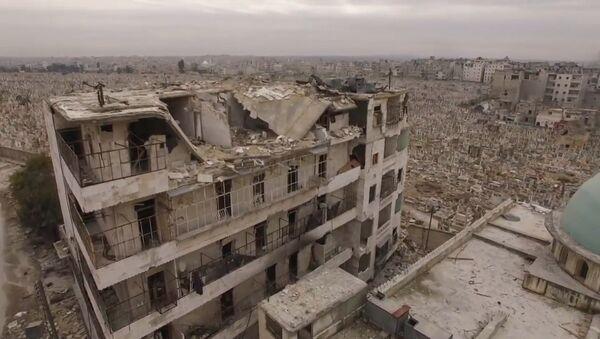 Spoku pilsēta: Sīrijas Alepo pēc kaujinieku izvešanas - Sputnik Latvija