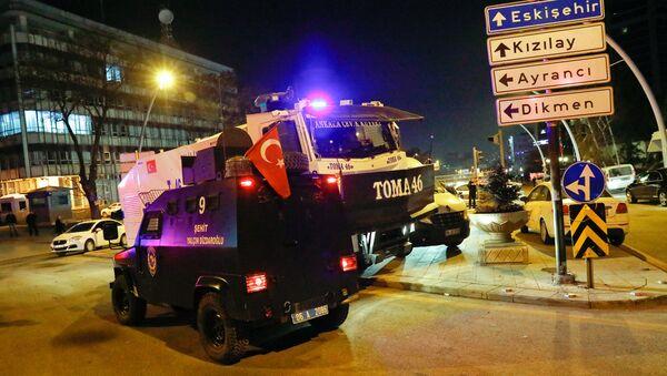 Turcijas policija Ankarā, kur noticis uzbrukums Krievijas vēstniekam Turcijā Andrejam Karlovam - Sputnik Latvija