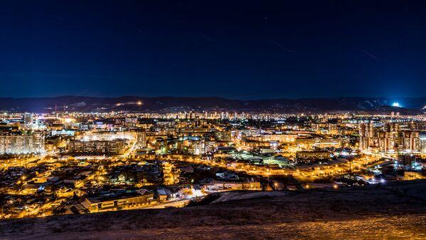 Волшебный вид на город открывается со смотровой площадки на вершине Караульной горы - Sputnik Latvija