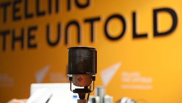 Микрофон в студии радио Sputnik, архивное фото - Sputnik Латвия