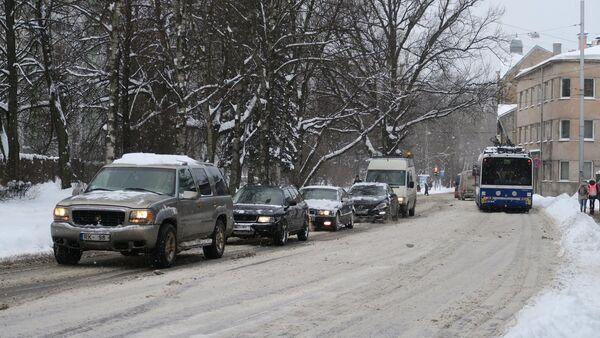 Троллейбус на зимних улицах Риги - Sputnik Латвия