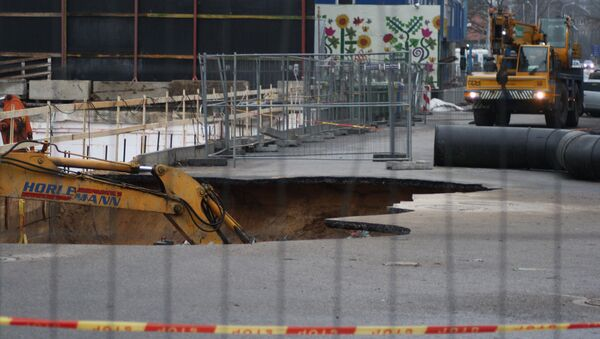Авария труб канализации в Вильнюсе на улице Упес - Sputnik Латвия