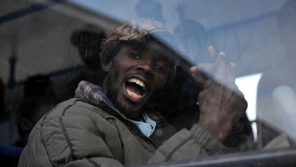 Мигрант из Африки - Sputnik Latvija