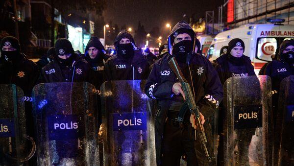 Полиция на месте теракта в Стамбуле - Sputnik Latvija