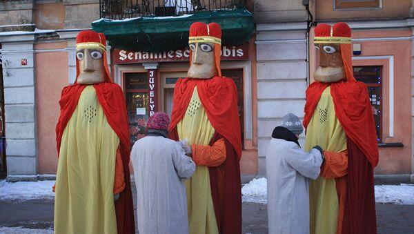 Trīs Karaļu kostīmi tiek gatavoti gājienam - Sputnik Latvija