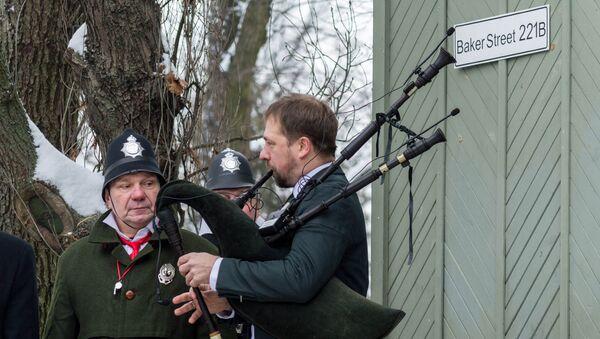 Парад Шерлоков Холмсов в день рождения Конан Дойля - Sputnik Латвия